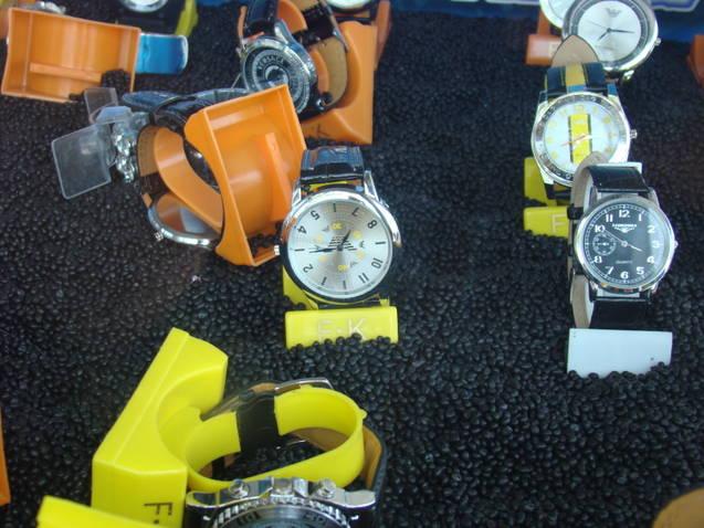 Permis de conducere fals la Mangalia si Ceasuri îmbâcsite cu parfum contrafăcut