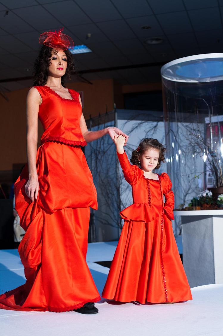 "Creatoarea de modaƒ Mihaela Savu propune ""mireasa in rosu"""