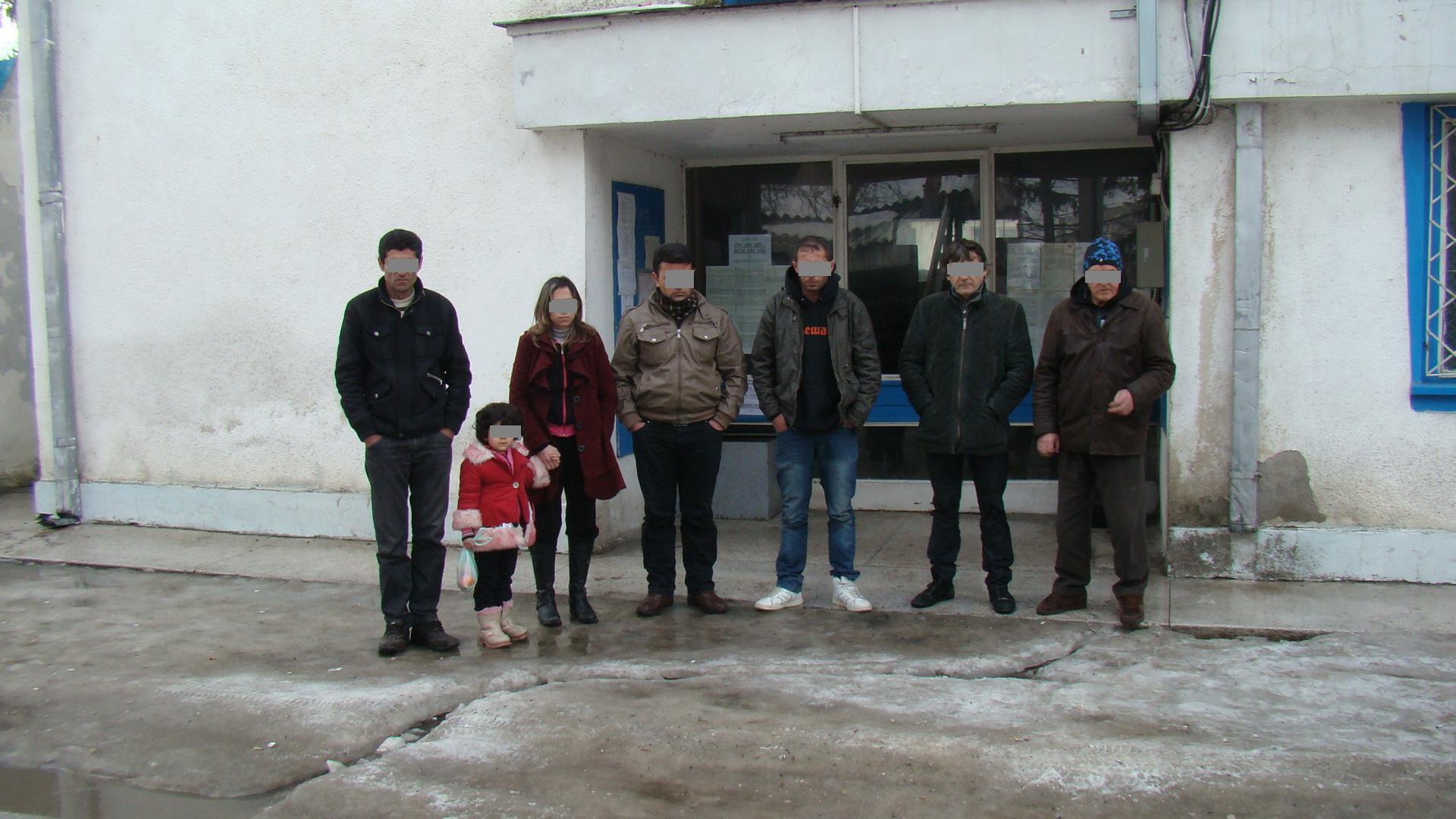 Migranţi sirieni reţinuţi la Ostrov si Papuci contrafăcuţi la Agigea