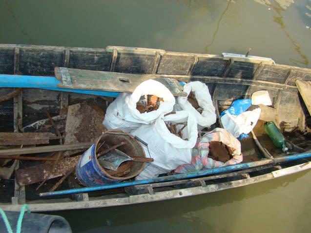 Pescuit cu plase interzise de lege si Furt de fier vechi la Sulina