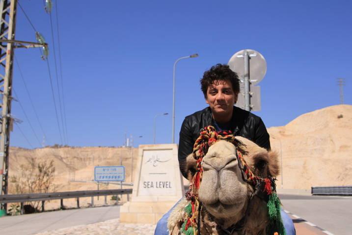 Marius Mihalache s-a plimbat cu camila in Israel