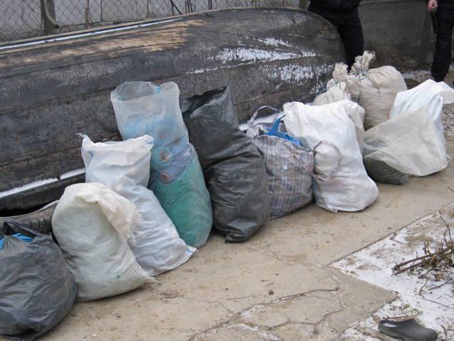 Parfum şi jucării contrafăcute la Agigea si Deţinere de unelte de pescuit interzise de lege