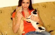 Cale intoarsa de la munte! Betty Stroe colectioneaza pisici gasite in ploaie!!!