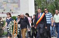 Mihai Claudiu Tusac a depus o coroană de flori la Monumentul Eroilor, în prezența a sute de cetățeni