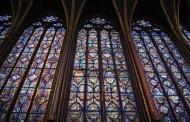 Un vitraliu mare s-a spart în timpul liturghiei, la catedrala Arhiepiscopală din Constanta
