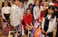 "Monica Gabor a impartit rechizite copiilor de la Asociatia ""Hraniti Copiii"""