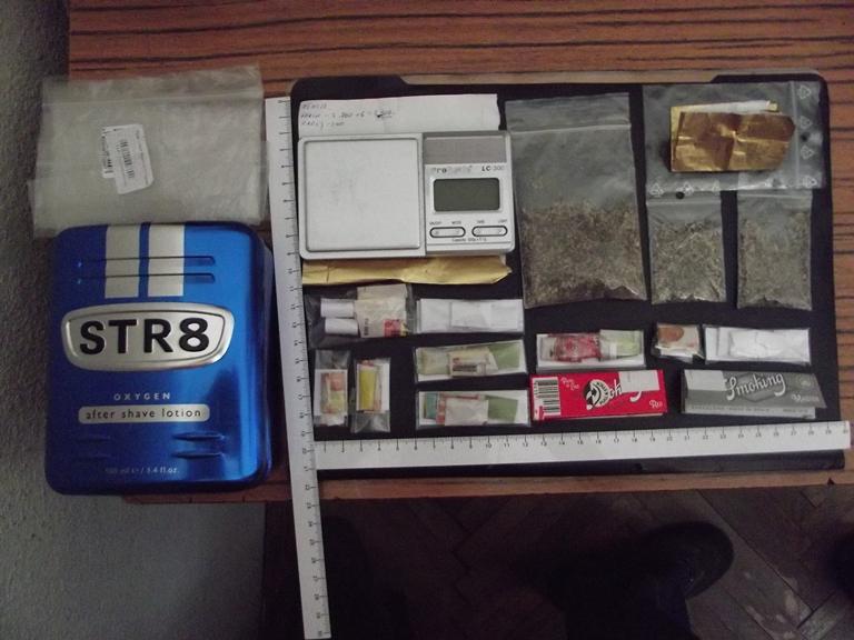 Jandarmii au surprins în Constanţa, o persoană care încerca să comercializeze mai multe pliculeţe cu canabinoizi