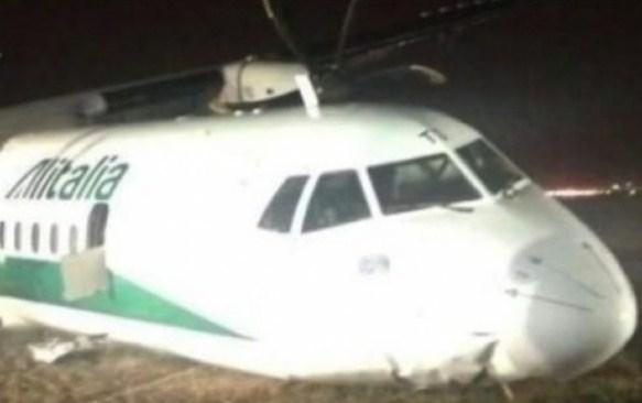 Un avion Carpatair a ratat aterizarea la Roma: 3 persoane rănite