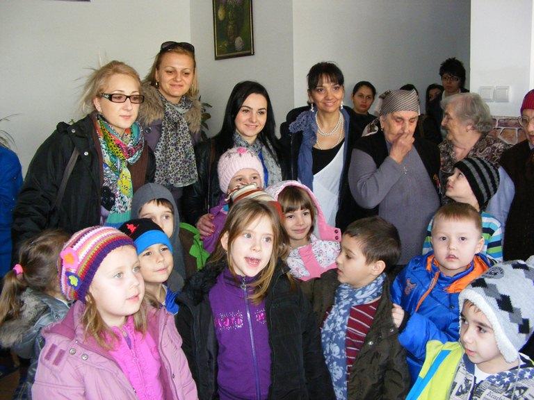 "Prichindeii de la Gradinita ""Amicii"" din Constanta in vizita la Caminul pentru persoane varstnice"