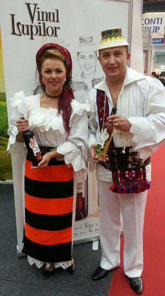 Soţii Cornelia şi Lupu Rednic au lansat un vin cu numele lor