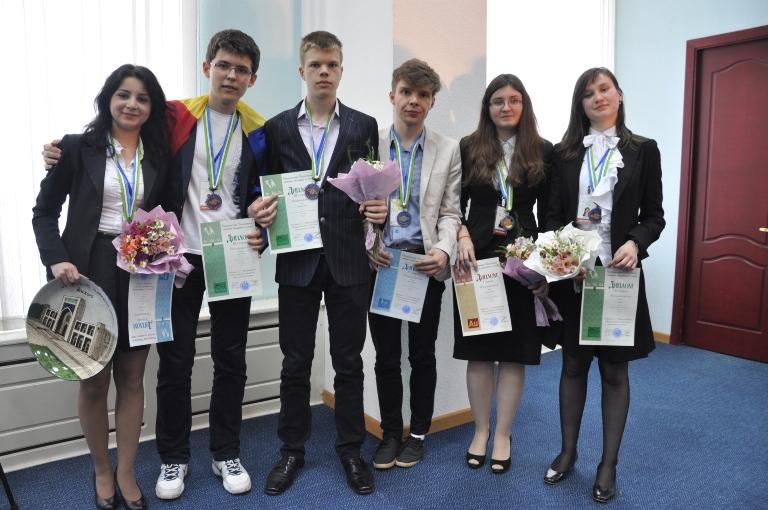 """Şase medalii pentru olimpicii români la Olimpiada Internaţională de Chimie  """"D. Mendeleev"""""""