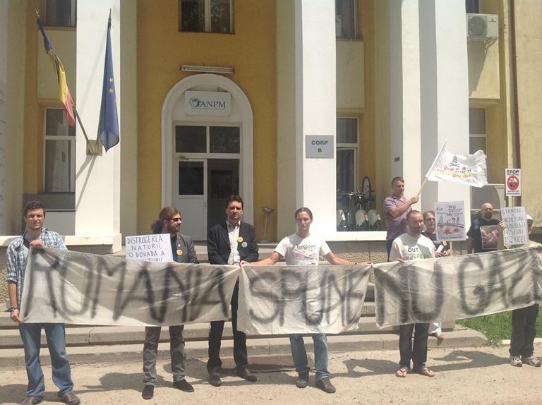 Preşedintele ANPM, Mihail Fâcă, a fugit de Remus Cernea, în faţa instituţiei