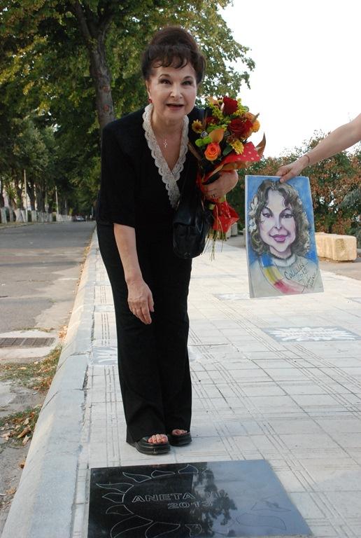 """La Festivalul """"Callatis"""",  Aneta Stan a primit o stea pe aleea celebrităţilor"""