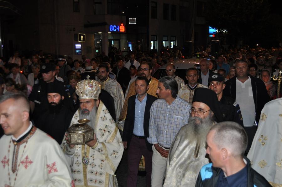 Mii de credincioşi au fost prezenţi la procesiunea religioasă din Mangalia
