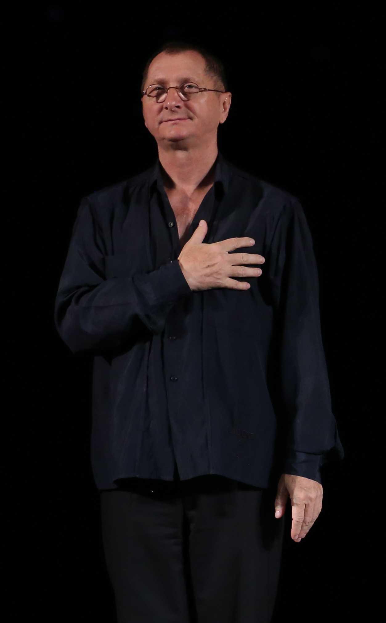 """La finalul spectacolului """"Sunt un orb"""", ediția specială de Valentine's Day.   Horațiu Mălăele oferă o proiecție gratuită a filmului """"Funeralii fericite"""""""