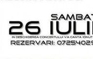 Ionut Galani canta in deschiderea concertului Despinei Vandi la Mamaia