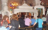 O prezentatoare de la TVR 2 a fost în pelerinaj la moaştele Sf.Ioan Rusul din Insula grecească Evia!