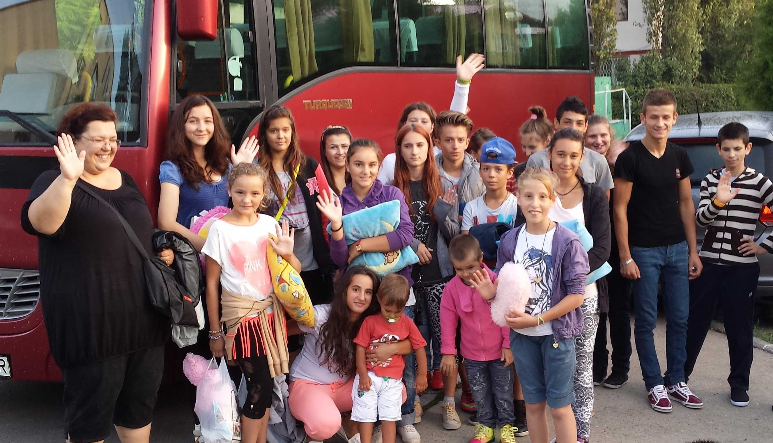 20 de copii pleaca in Tabara in Bucovina