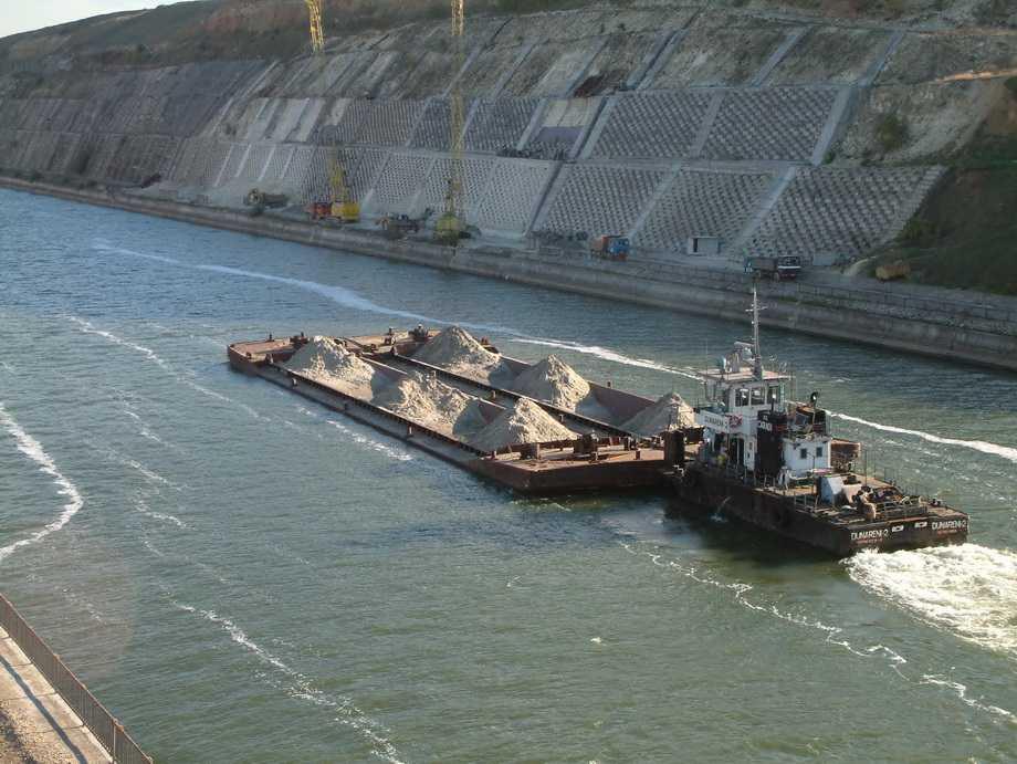 Trafic crescut de marfuri pe canalele navigabile