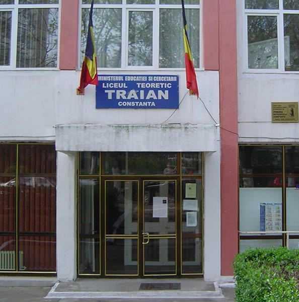 """Liceul Teoretic """"Traian"""" din Constanța a sărbătorit Ziua Internațională a Siguranței pe Internet"""
