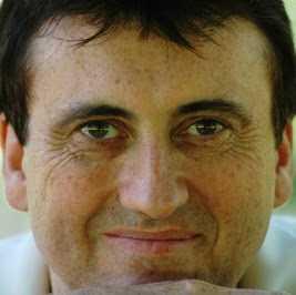 """Profesorul Andrew Fretwell  prezintă românilor """"Esența nemuririi"""""""