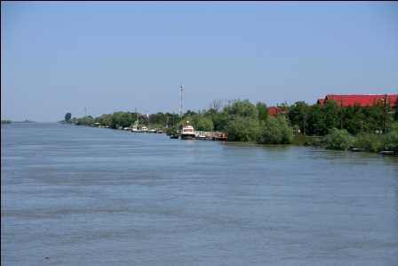 Sunt necesare investiţii de maxim 100 milioane euro pentru a îmbunătăţi navigaţia pe Dunăre
