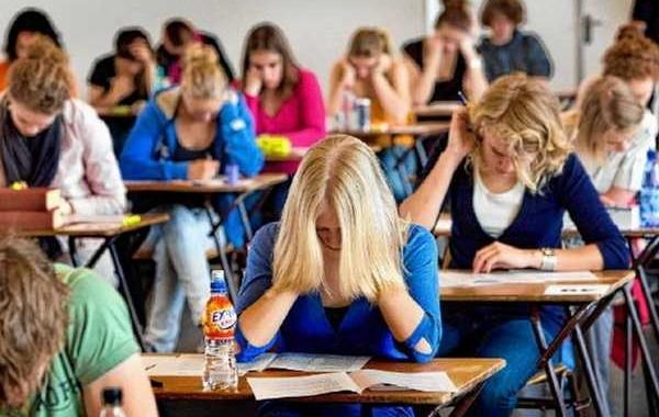 4251 de elevi constănțeni au participat la prima probă scrisă din cadrul examenului de Bacalaureat. Un elev eliminat pentru tentativă de fraudă
