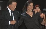 Premiera! Julio Iglesias Jr pe scena cu tatal sau