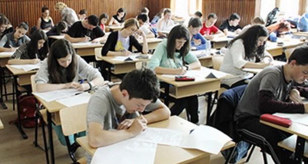 """Primăria Constanța: """"Elevii care nu au intrat în posesia burselor trebuie să se adreseze conducerii școlilor"""""""
