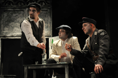 """""""Nişte... năroji"""" revin(e) pe scena Teatrului de Stat Constanţa"""