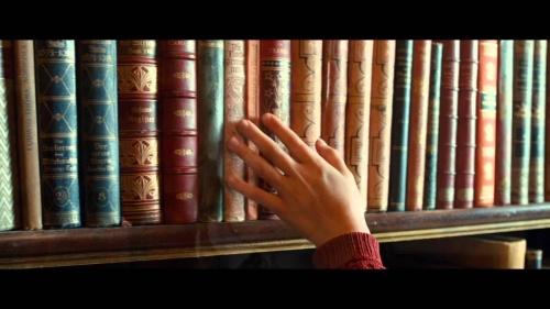 Proiect legislativ: Elevii urmează să primească 50 de euro pentru cărţi