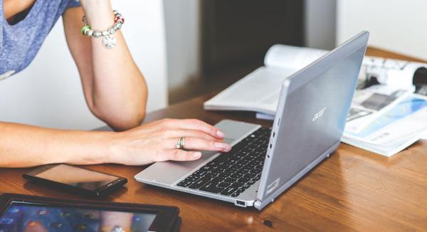 A fost votată legea care permite munca de acasă