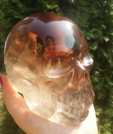 Coliere din opal si cranii din cristal de cuarț la Mineral Expo