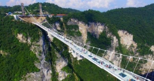 Cel mai lung pod de sticla din lume a fost inaugurat