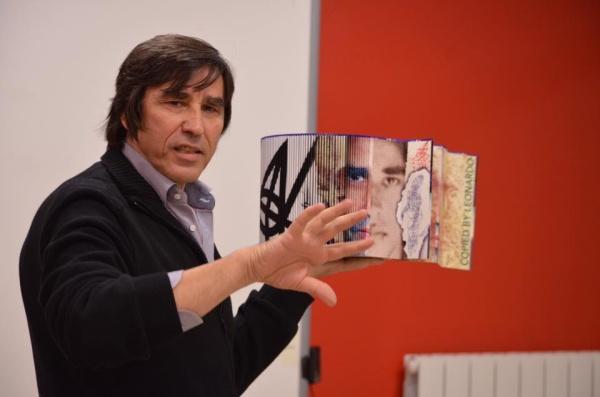 "Artistul Cristian Todie prezinta  la Constanta, ""Cartea Obiect"""