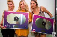 Ellie Goulding a primit in Romania un triplu disc de platina
