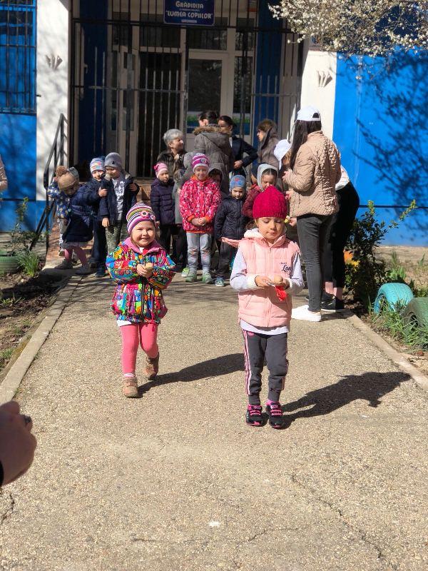 """Grădinița """"Lumea copiilor"""" Constanța sprijina copiii cu autism"""