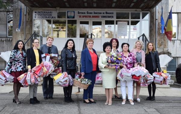 Acțiune OFSD Constanța. Flori de 8 martie pentru pacientele Spitalului Județean Constanța