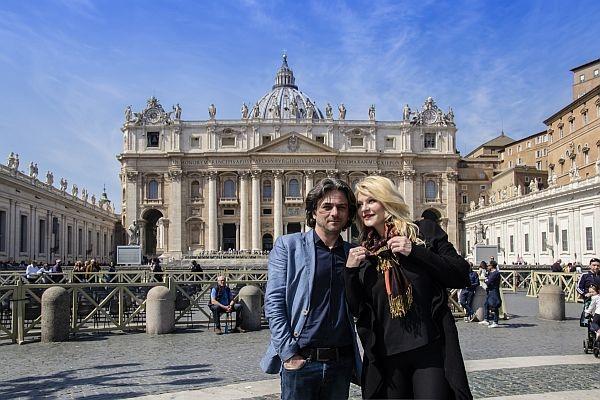 Olga Balan i-a cucerit pe nemti! Artista a dat interviuri in vacanta la Roma cu iubitul