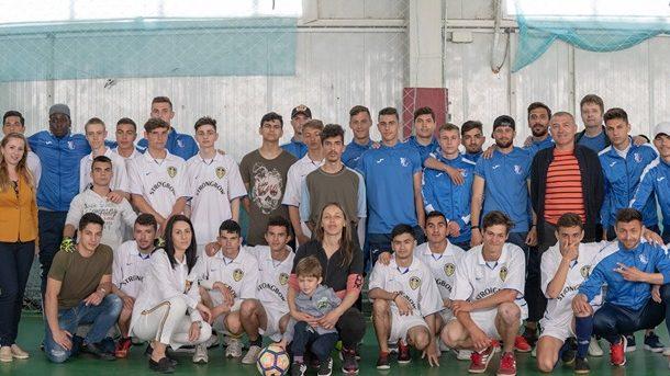 """Meci de suflet pentru FC Farul la Centru Școlar de Educație Incluzivă """"Albatros"""""""