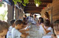 """Activități distractive de vară în pridvorul bisericii de lemn """"Sf. Mina"""" din Constanța"""