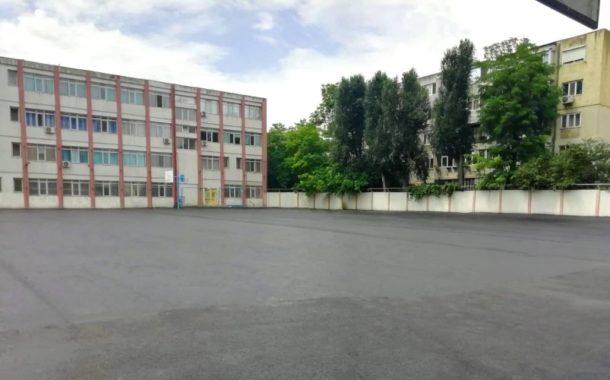 Se reabilitează spațiul aferent unităților de învățământ din oraș