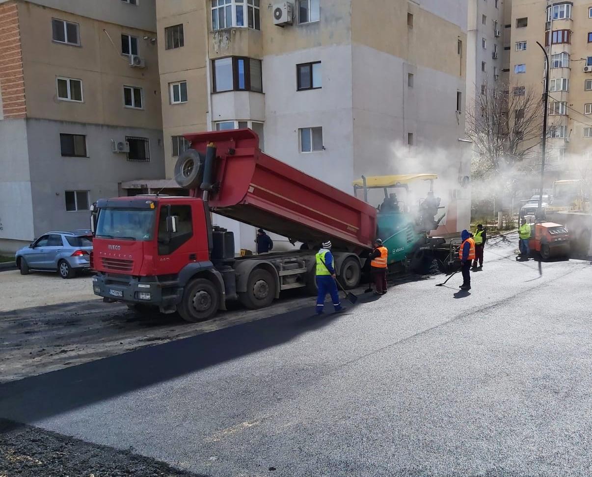 A fost amenajată parcarea de pe strada Prelungirea Ion Rațiu