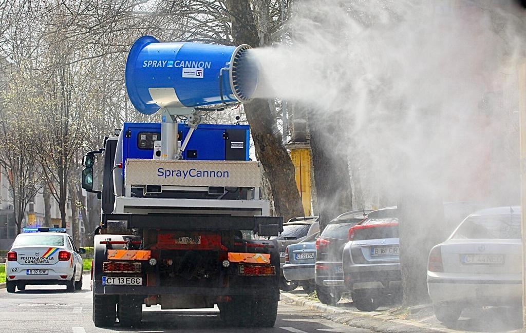 Dezinfecție cu un atomizor de mare capacitate în municipiul Constanța